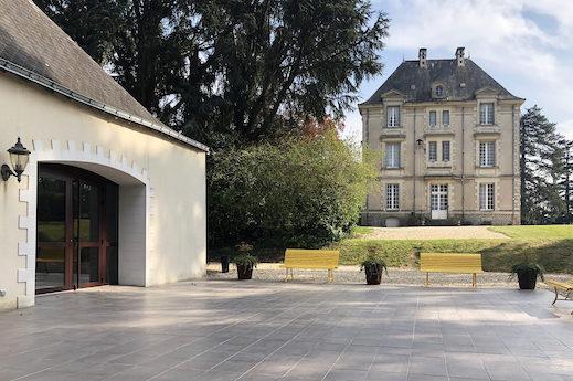 Vue de la terrasse vers le Château de Cop Choux